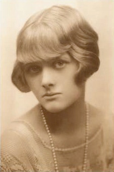 brief summary the birds by daphne Summary of the birds by daphne du maurier below is a list of the birds cliff notes and the birds sparknotes not looking for a the birds summary.
