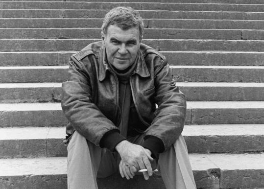 raymond carver as minimalist Free essay: literary criticism minimalism by raymond carver english 210 p  fishman research paper literary criticism on minimalism by.