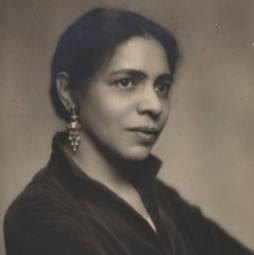 Larsen, Nella 1930