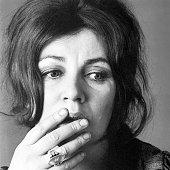 Portrait of Irish writer Edna O'Brien, 1970s. (Photo by Jack Robinson/Hulton Archive/Getty Images) *** Local Caption *** Edna O'Brien